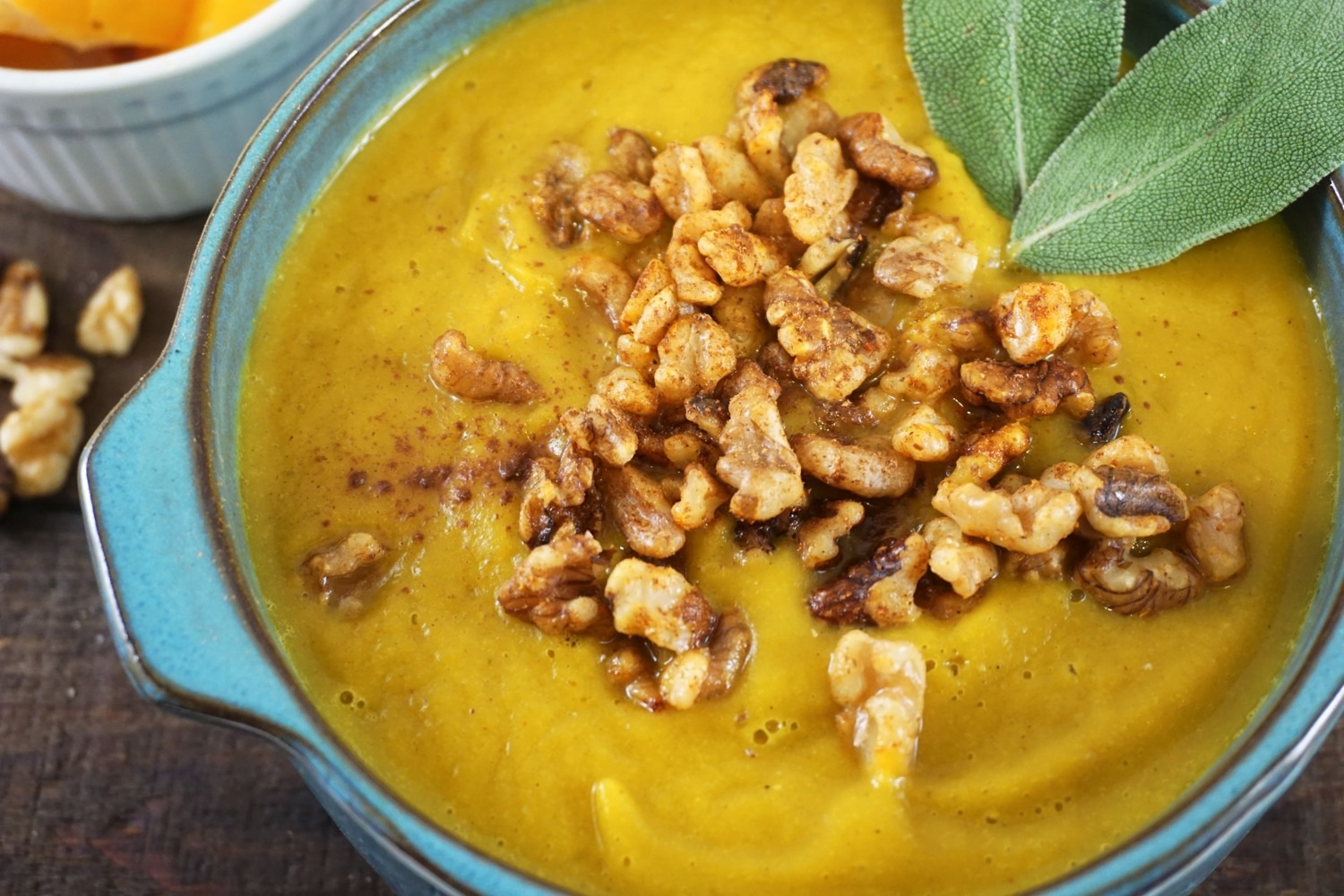 Butternut squash sage soup with cinnamon spiced walnuts | myupbeetlife