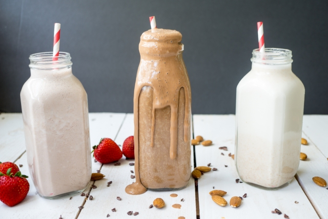 Strawberry, chocolate & vanilla almond milk + almond milk pulp (vegan)