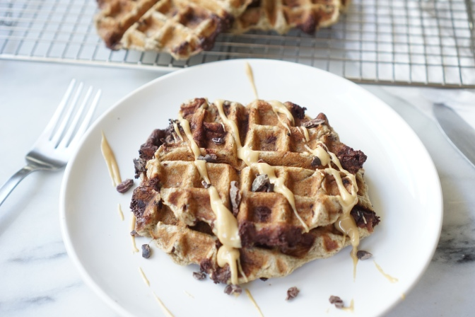 Vegan banana chocolate chip blender waffles + life without a phone